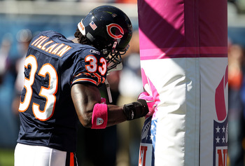CHICAGO - OCTOBER 17: Charles Tillman #33 of the Chicago Bears uses the goal post as a punching bag during warm-ups before a game against the Seattle Seahawks at Soldier Field on October 17, 2010 in Chicago, Illinois. (Photo by Jonathan Daniel/Getty Image