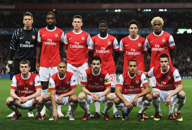 LONDON, ENGLAND - FEBRUARY 16: The Arsenal team poses prior to the UEFA Champions League round of 16 first leg match between Arsenal and Barcelona at the Emirates Stadium on February 16, 2011 in London, England.  (Photo by Jasper Juinen/Getty Images)