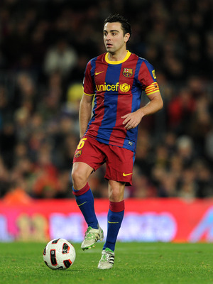 BARCELONA, SPAIN - MARCH 05:  Xavi Hernandez  of Bacelona controls the ball during the la Liga match between Barcelona and Real Zaragoza at the Camp Nou stadium on March 5, 2011 in Barcelona, Spain.  (Photo by Jasper Juinen/Getty Images)