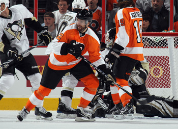PHILADELPHIA - OCTOBER 16: Ville Leino #22 of the Philadelphia Flyers skates against the Pittsburgh Penguins at the Wells Fargo Center on October 16, 2010 in Philadelphia, Pennsylvania.  (Photo by Bruce Bennett/Getty Images)