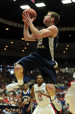 TUCSON, AZ - MARCH 17:  Devon Beitzel #32 of the Northern Colorado Bears shoots in front of Kawhi Leonard #15 of the San Diego State Aztecs during the second round of the 2011 NCAA men's basketball tournament at McKale Center on March 17, 2011 in Tucson,