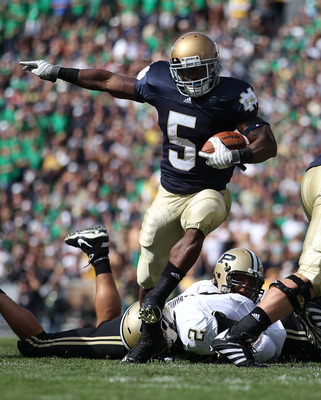 SOUTH BEND, IN - SEPTEMBER 04: Armando Allen Jr. #5 of the Notre Dame Fighting Irish runs for a yardage against the Purdue Boilermakers at Notre Dame Stadium on September 4, 2010 in South Bend, Indiana. (Photo by Jonathan Daniel/Getty Images)