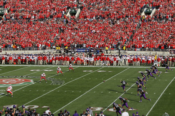 PASADENA, CA - JANUARY 01:  A view of the kickoff between the Wisconsin Badgers and the TCU Horned Frogs in the 97th Rose Bowl game on January 1, 2011 in Pasadena, California.  (Photo by Stephen Dunn/Getty Images)