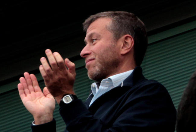 LONDON, ENGLAND - AUGUST 14:  Chelsea owner Roman Abramovich applauds his team on the final whistle following their 6-0 victory during the Barclays Premier League match between Chelsea and West Bromwich Albion at Stamford Bridge on August 14, 2010 in Lond