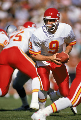 LOS ANGELES - 1988:  Quarterback Bill Kenney #9 of the Kansas City Chiefs scrambles during a 1988 NFL game against the Los Angeles Raiders at the LA Memorial Coliseum in Los Angeles, California.  (Photo by Mike Powell/Getty Images)