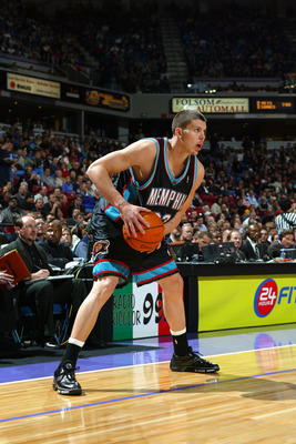 SACRAMENTO, CA -  NOVEMBER 25:  Mike Miller #33 of the Memphis Grizzlies holds the ball during the game against the Sacramento Kings at Arco Arena on November 25, 2003 in Sacramento, California.  The Kings won 109-89.  NOTE TO USER: User expressly acknowl