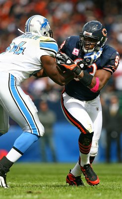 CHICAGO - OCTOBER 04: Adewale Ogunleye #93 of the Chicago Bears rushes against Brandon Pettigrew #84 of the Detroit Lions on October 4, 2009 at Soldier Field in Chicago, Illinois. The Bears defeated the Lions 48-24. (Photo by Jonathan Daniel/Getty Images)