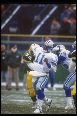 6 Dec 1992: DETROIT LIONS QUARTERBACK ANDRE WARE #11 SETS TO THROW DURING THE LIONS 38-10 LOSS TO THE GREEN BAY PACKERS AT A SNOWY Milwaukee County Stadium in Milwaukee, Wisconsin.