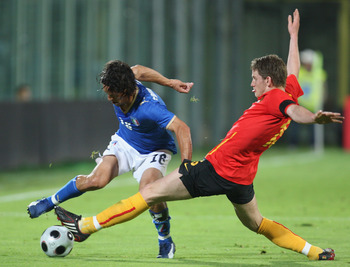 FLORENCE, ITALY - MAY 30: German Mauro Camoranesi of Italy tangles with Jan Vertonghen of Belgium during the international friendly between Italy and Belgium at the Artemio Franchi Stadium on May 30, 2008 in Florence, Italy.  (Photo by Mark Thompson/Getty