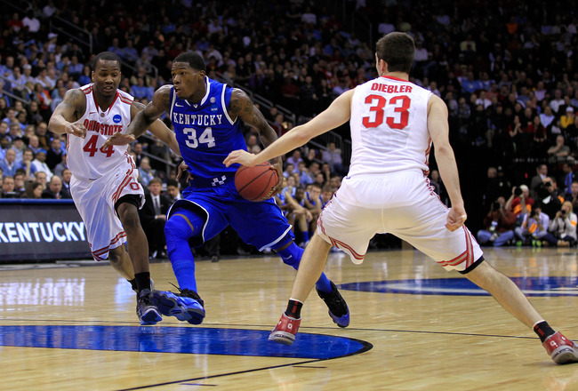 NEWARK, NJ - MARCH 25:  DeAndre Liggins #34 of the Kentucky Wildcats drives against William Buford #44 and Jon Diebler #33 of the Ohio State Buckeyes during the first half of the east regional semifinal of the 2011 NCAA Men's Basketball Tournament at the