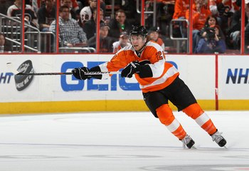 PHILADELPHIA, PA - MARCH 12:  Claude Giroux #28 of the Philadelphia Flyers skates against the Atlanta Thrashers on March 12, 2011 at Wells Fargo Center in Philadelphia, Pennsylvania.  (Photo by Jim McIsaac/Getty Images)