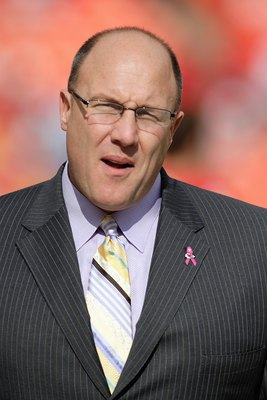KANSAS CITY, MO - OCTOBER 25:  General Manager Scott Pioli of the Kansas City Chiefs walks on the field before the game against the San Diego Chargers on October 25, 2009 at Arrowhead Stadium in Kansas City, Missouri. (Photo by Jamie Squire/Getty Images)