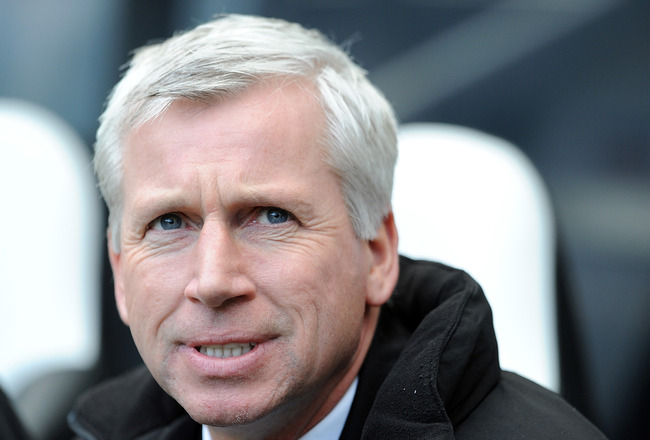 NEWCASTLE UPON TYNE, ENGLAND - FEBRUARY 26:  Newcastle United manager Alan Pardew looks on during the Barclays Premier League match between Newcastle United and Bolton Wanderers at St James' Park on February 26, 2011 in Newcastle upon Tyne, England.  (Pho