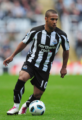 NEWCASTLE UPON TYNE, ENGLAND - SEPTEMBER 26:  Wayne Routledge of Newcastle United in action during the Barclays Premier League match between Newcastle United and Stoke City at St James' Park on September 26, 2010 in Newcastle upon Tyne, England.  (Photo b