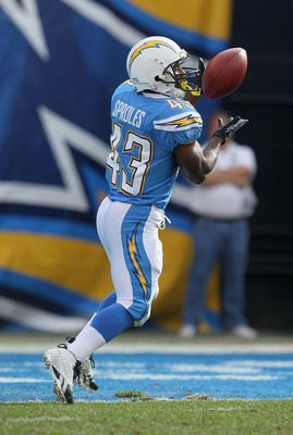 SAN DIEGO - DECEMBER 05:  Darren Sproles #43 of the San Diego Chargers receives the ball against the Oakland Raiders at Qualcomm Stadium on December 5, 2010 in San Diego, California. The Raiders defeated the Chargers 28-13.  (Photo by Jeff Gross/Getty Ima