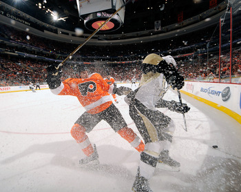 PHILADELPHIA - MARCH 24:   Mike Richards #18 of he Philadelphia Flyers battles for the puck during a game against the Pittsburgh Penguins on March 24, 2011 at the Wells Fargo Center in Philadelphia, Pennsylvania.  (Photo by Lou Capozzola/Getty Images)