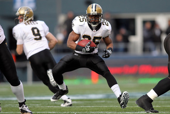 SEATTLE, WA - JANUARY 08:  Reggie Bush #25 of the New Orleans Saints runs the ball in the first quarter against the Seattle Seahawks during the 2011 NFC wild-card playoff game at Qwest Field on January 8, 2011 in Seattle, Washington.  (Photo by Jonathan F