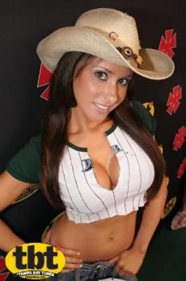 Jenn-sterger-rays-college-grad-night_display_image