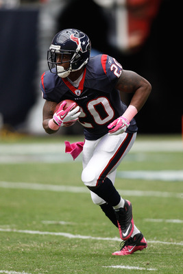 HOUSTON - OCTOBER 10:  Steve Slaton #20 of the Houston Texans in action during the game against  the New York Giants at Reliant Stadium on October 10, 2010 in Houston, Texas.  (Photo by Chris Graythen/Getty Images)