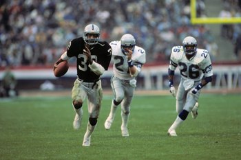 LOS ANGELES, CA - JANUARY 8:  Marcus Allen #32 of the Los Angeles Raiders runs the ball during the AFC Championship game against the Seattle Seahawks at the Los Angeles Memorial Coliseum on January 8, 1984 in Los Angeles, California.  The Raiders won 30-1
