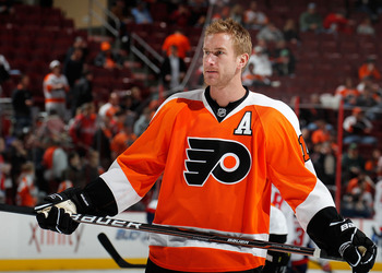 PHILADELPHIA, PA - MARCH 22:  Jeff Carter #17 of the Philadelphia Flyers waits during warmups before an NHL hockey game against the Washington Capitals at the Wells Fargo Center on March 22, 2011 in Philadelphia, Pennsylvania.  (Photo by Paul Bereswill/Ge