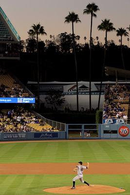 LOS ANGELES, CA - SEPTEMBER 04:  Matt Cain #18 of the San Francisco Giants pitches against the Los Angeles Dodgers in the game at Dodger Stadium on September 4, 2010 in Los Angeles, California.  (Photo by Jeff Gross/Getty Images)