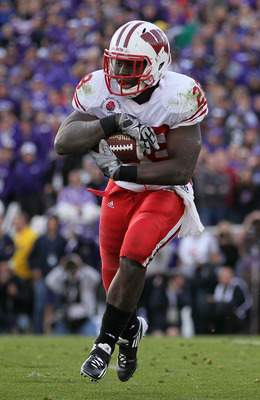 PASADENA, CA - JANUARY 01:  Running back Montee Ball #28 of the Wisconsin Badgers rushes with the ball against the TCU Horned Frogs during the 97th Rose Bowl game on January 1, 2011 in Pasadena, California.  (Photo by Jeff Gross/Getty Images)
