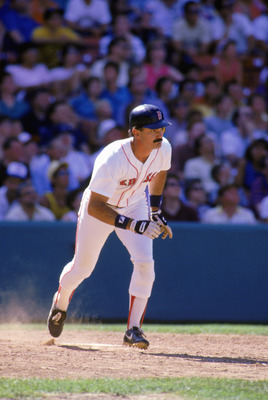 1985:  Dwight Evans of the Boston Red Sox heads to first base during the 1985 season. (Photo by Rick Stewart/Getty Images)