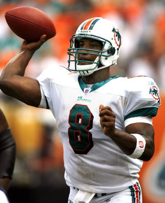 MIAMI - SEPTEMBER 24:  Quarterback Daunte Culpepper #8 of the Miami Dolphins passes down field against the Tennessee Titans at Miami Dolphin Stadium on September 24, 2006 in Miami, Florida.  (Photo by Eliot J. Schechter/Getty Images)
