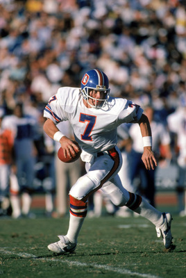 LOS ANGELES - NOVEMBER 2:  Quarterback John Elway #7 of the Denver Broncos runs with the ball during a game against the Los Angeles Raiders at the Los Angeles Memorial Coliseum on November 2, 1986 in Los Angeles, California.  The Broncos won 21-10.  (Phot