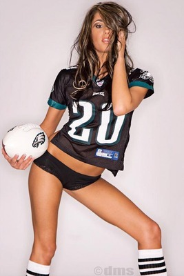 Hot-girl-in-football-jersey_display_image