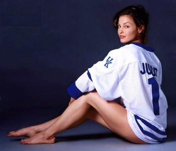 Ashley-judd-hockey-jersey_display_image