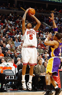 CHICAGO - MARCH 11:  Jalen Rose #5 of the Chicago Bulls shoots over Derek Fisher #2 of the Los Angeles Lakers during the game at the United Center on March 11, 2003 in Chicago, Illinois.  The Bulls won 116-99.  NOTE TO USER: User expressly acknowledges an