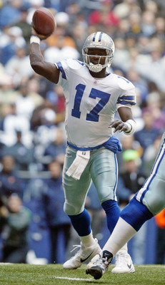 IRVING, TX -  NOVEMBER 23:  Quincy Carter #17 of the  Dallas Cowboys throws during a game against the  Carolina Panthers at Texas Stadium on November 23, 2003 in Irving, Texas.  (Photo by Matt Rourke/Getty Images)