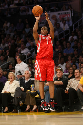 LOS ANGELES, CA - MAY 12:  Kyle Lowry #7 of the Houston Rockets shoots a jumper against the Los Angeles Lakers in Game Five of the Western Conference Semifinals during the 2009 NBA Playoffs at Staples Center on May 12, 2009 in Los Angeles, California. NOT