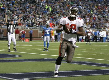 DETROIT - NOVEMBER 23:  Wide receiver Ike Hilliard #19 of the Tampa Bay Buccaneers scores on a 36 yard touchdown reception against the Detroit Lions during the second quarter of the NFL game at Ford Field on November 23, 2008 in Detroit, Michigan. The Buc