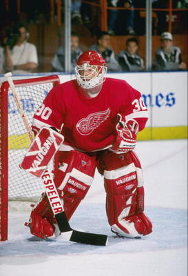 10 Mar 1997:  Goaltender Chris Osgood of the Detroit Red Wings looks on during a game against the Los Angeles Kings at the Great Western Forum in Inglewood, California.  The game was a tie, 3-3. Mandatory Credit: Todd Warshaw  /Allsport