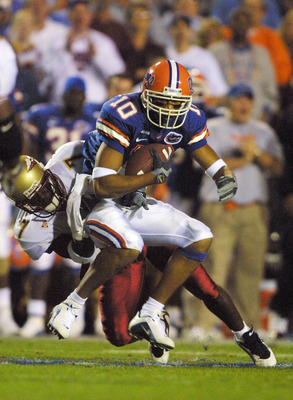 17 NOV 2001: Florida Gator receiver Jabar Gaffney beats Florida State Seminole defender Rufus Brown, 7 upfield at Florida Field in Gainesville, Florida. DIGITAL IMAGE.  Mandatory Credit: Scott Halleran/ALLSPORT