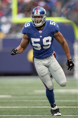 EAST RUTHERFORD, NJ - DECEMBER 7:  Gerris Wilkinson #59 of the New York Giants runs on the field against the Philadelphia Eagles at Giants Stadium on December 7, 2008 in East Rutherford, New Jersey. (Photo by Nick Laham/Getty Images)