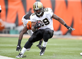 CINCINNATI, OH - DECEMBER 05:  Chris Ivory #29 of the New Orleans Saints runs with the ball during the NFL game against the Cincinnati Bengals at Paul Brown Stadium on December 5, 2010 in Cincinnati, Ohio.  The Saints won 34-30.  (Photo by Andy Lyons/Gett