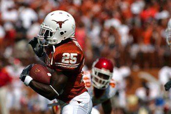 AUSTIN, TX - SEPTEMBER 23:  Running back Jamaal Charles #25 of the Texas Longhorns runs against the Iowa State Cyclones on September 23, 2006 at Texas Memorial Stadium in Austin, Texas.  (Photo by Ronald Martinez/Getty Images)