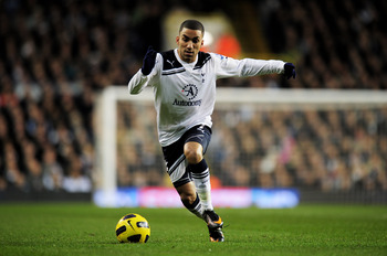 LONDON, ENGLAND - JANUARY 16:  Aaron Lennon of Spurs runs with the ball during the Barclays Premier League match between Tottenham Hotspur and Manchester United at White Hart Lane on January 16, 2011 in London, England.  (Photo by Shaun Botterill/Getty Im