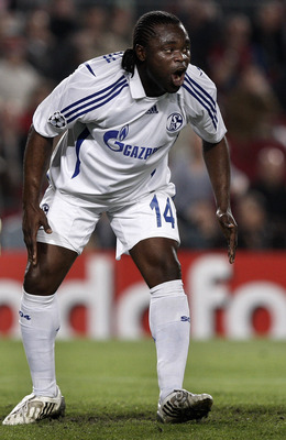 BARCELONA, SPAIN - APRIL 09:  Gerald Asamoah of Schalke reacts after failing to score during the UEFA Champions League Quarter Final second leg match between Barcelona and Schalke at the Camp Nou stadium on April 9, 2008 in Barcelona, Spain.  (Photo by Ja