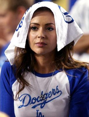 Alyssa-milano-dodgers-towel_display_image