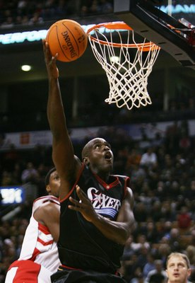 TORONTO - NOVEMBER 8:  Chris Webber #4 of the Philadelphia 76ers lays up a shot during the game against the Toronto Raptors on November 8, 2006 at the Air Canada Centre in Toronto, Canada. The Raptors defeated the Sixers 106-104. NOTE TO USER: User expres
