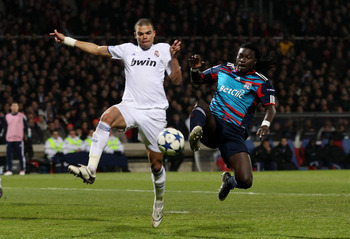 LYON, FRANCE - FEBRUARY 22:  Pepe of Real Madrid (L) in action with Bafetimbi Gomis of Lyon during the Champions League match between Lyon and Real Madrid at Stade Gerland on February 22, 2011 in Lyon, France.  (Photo by Scott Heavey/Getty Images)