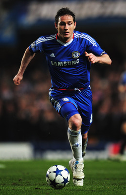 LONDON, UNITED KINGDOM - MARCH 16:  Frank Lampard of Chelsea runs with the ball during the UEFA Champions League round of sixteen second leg match between Chelsea and FC Copenhagen at Stamford Bridge on March 16, 2011 in London, England.  (Photo by Shaun