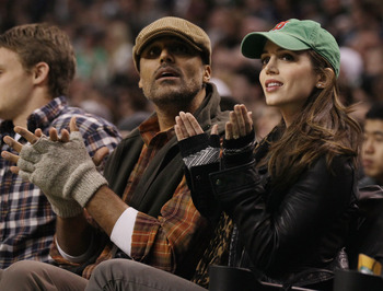 BOSTON - NOVEMBER 24:  Rick Fox (L) and Eliza Dushku watch the Boston Celtics take on the New Jersey Nets on November 24, 2010 at the TD Garden in Boston, Massachusetts. NOTE TO USER: User expressly acknowledges and agrees that, by downloading and/or usin