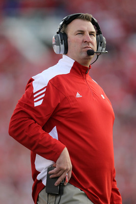 PASADENA, CA - JANUARY 01:  Head coach Bret Bielema of the Wisconsin Badgers stands on the sidelines against the TCU Horned Frogs during the 97th Rose Bowl game on January 1, 2011 in Pasadena, California.  (Photo by Jeff Gross/Getty Images)