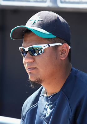 PEORIA, AZ - MARCH 04:  Felix Hernandez #34 of the Seattle Mariners during the spring training game against the Cincinnati Reds at Peoria Stadium on March 4, 2011 in Peoria, Arizona.  (Photo by Christian Petersen/Getty Images)